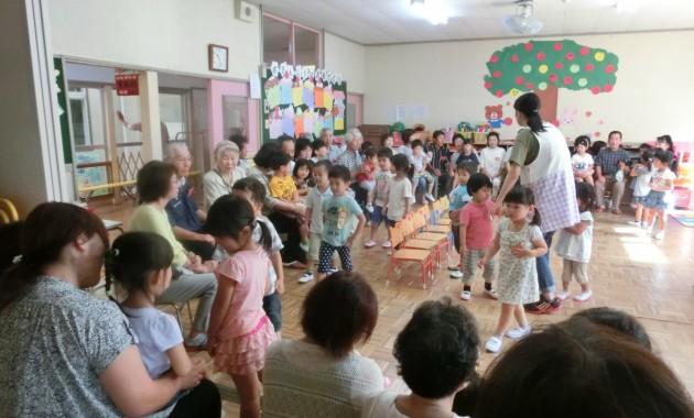 第2幼稚園の祖父母招待会のようす