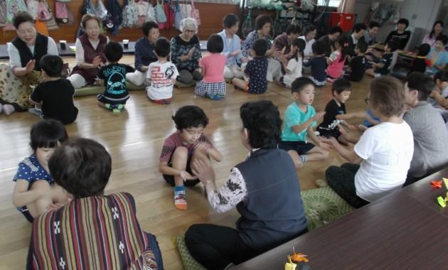 第2園幼児部うめ組さんが町内の敬老会に招かれました