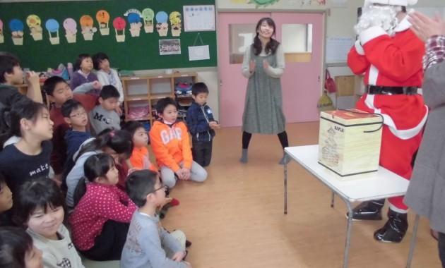 第2幼稚園のひこばえクラブの子どもたちがクリスマス会をしました