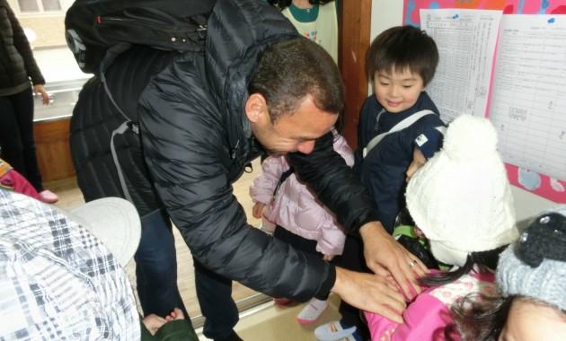 元アルビレックスの選手ファビーニョさんが幼稚園にきてくました。