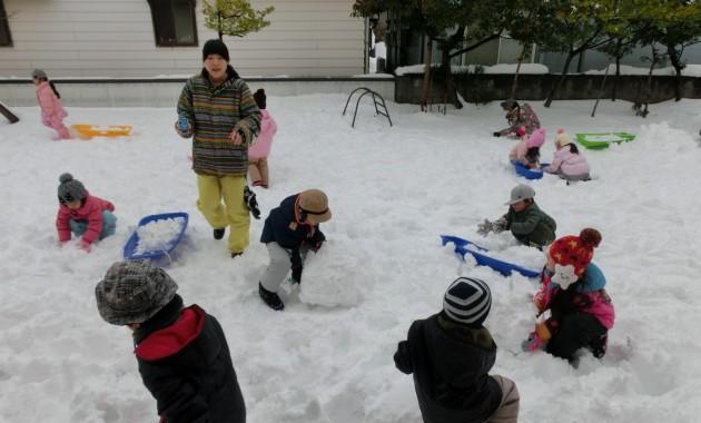 第1園での雪遊び