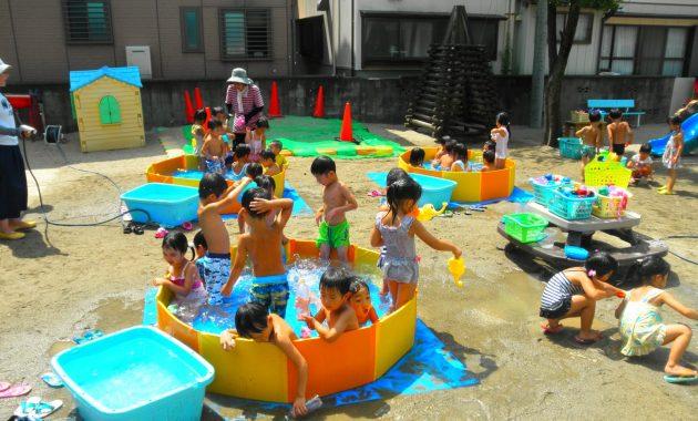 第2園真夏のつくしクラブと乳児部さんのプール遊び